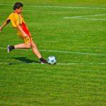 フリーキックの蹴り方で大事な軸足の考え方3選